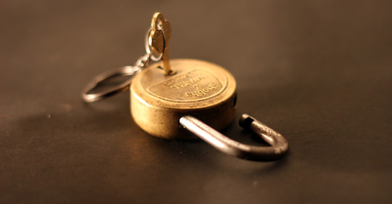 gold-padlock-with-key